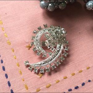 Jewelry - ✨Ziegfeld Rhinestone Brooch ✨