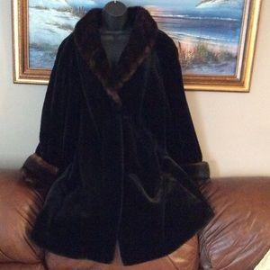 Gallery Jackets & Blazers - 💞GALLERY 💞Stunning fur coat