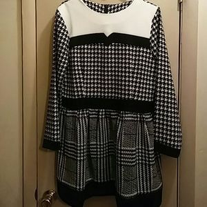 Dresses & Skirts - Dainty hounds tooth dress