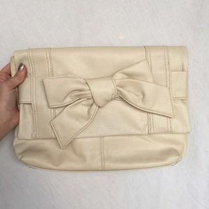 Chinese Laundry Handbags - Chinese Laundry Clutch Bag
