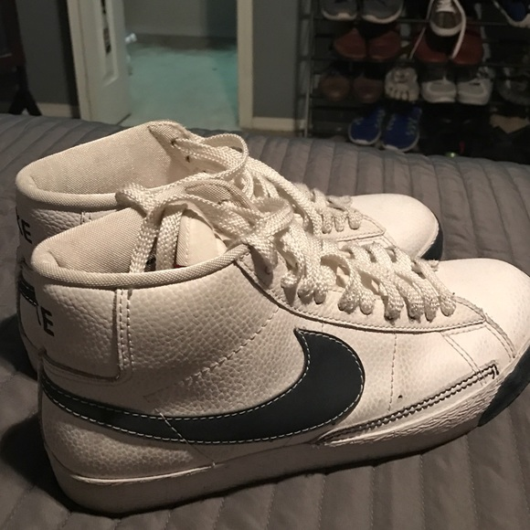 quality design 3d02b 4610f Nike Blazer Mid Retro White Navy Blue Swoosh. M 581811a75a49d051be0015ee