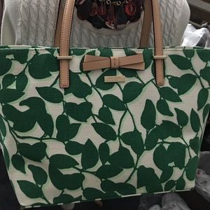 Go downtown in a Kate Spade, darling bag!