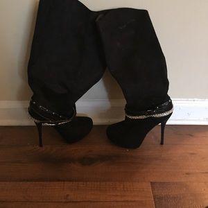 High heeled mid-calf boots