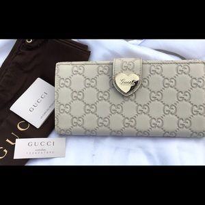 Gucci Handbags - ❤️️FINAL PRICE❤️️🆕Gucci Continental Heart Wallet