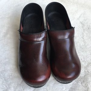 Dansko Shoes - Dansko Red Wine Classic Clogs size 42