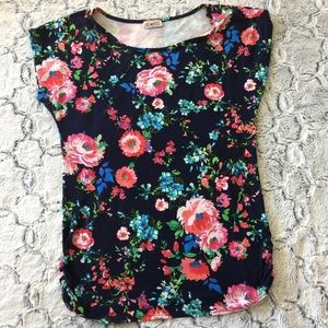 Other - XL multi color floral top lower ruched sides