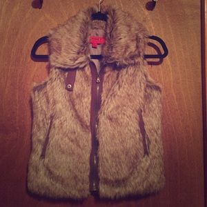 CoffeeShop Jackets & Blazers - NEW faux fur Coffeeshop vest- x-small