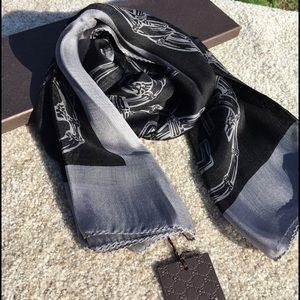 Gucci Accessories - ❤️️FINAL PRICE❤️️🆕Gucci Burtory SilkScarf