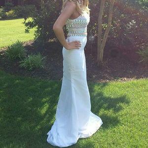 Dresses & Skirts - Prom/pagent dress