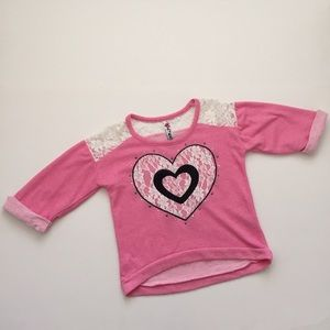 Knitworks Other - 💕PRETTY TOP WITH LACE INSETS AND A HEART