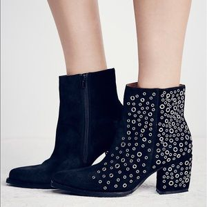 Jeffrey Campbell Shoes - 🎉SALE🎉Jeffrey Campbell Ankle Boot