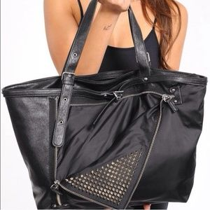 🎉Host Pick🎉 Black Zipper and Studs handbag