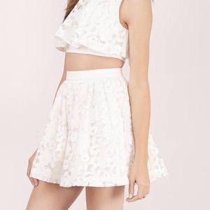 [bcbg] • [white lace skirt]