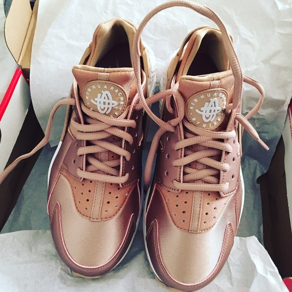 Nike Rose gold Huarache . Limited edition. M 581a584a2599fed43a068877 9e3c2f372ce3