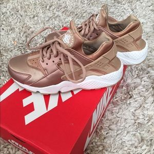 reputable site af384 b46d6 Nike Shoes - Nike Rose gold Huarache . Limited edition