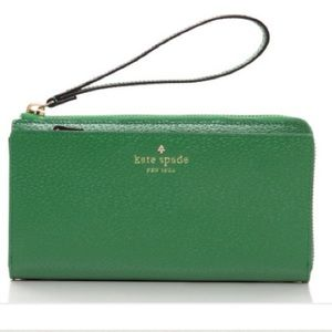 kate spade Handbags - 🎉HP🎉NWT Kate Spade Smartphone Wristlet Wallet