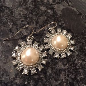 Jewelry - Pearl and cubic zirconia stones earrings