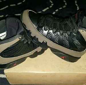 RARE 2012 BLACK AND OLIVE 9S