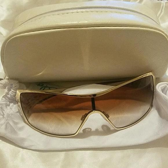 b5c58decdb1 Oakley Dart Gold Sunglasses. M 581a9216bcd4a76c6e0063c8