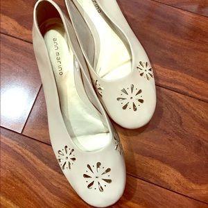 Ann Marino Shoes - NWOT die cut flats.