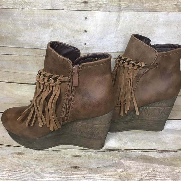 e05ccbfc827 Sbicca Zepp Fringe Wedge Booties Tan size 7