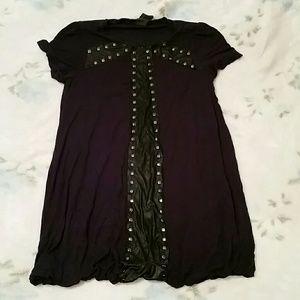 Dark blueish purplish tee shirt with bubble bottom