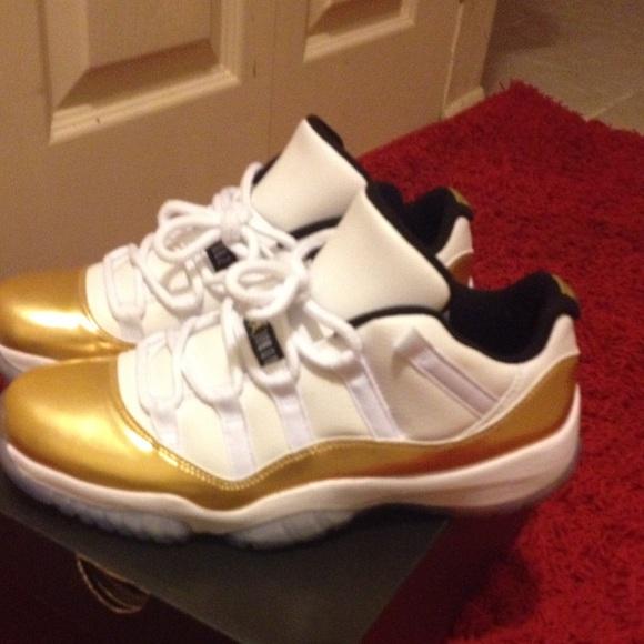 a315fc39bc8 Gold   I White Low Top Jordan 11 s Size 9 MENS