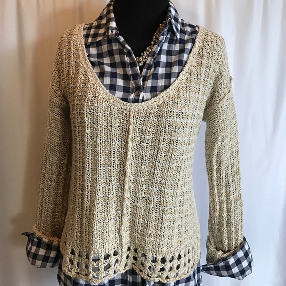 Free People Sweaters - Free People beige knit v-neck sweater sz. Medium