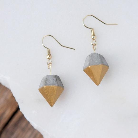 d7f0fa3078dc5 Concrete diamond earrings gold (short) Boutique
