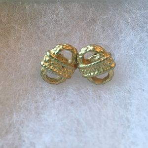 Jewelry - Basketweave gold earrings