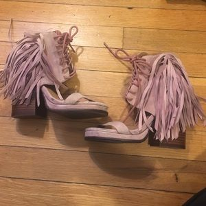 Jeffrey Campbell pink fringe wedges sz 5.5