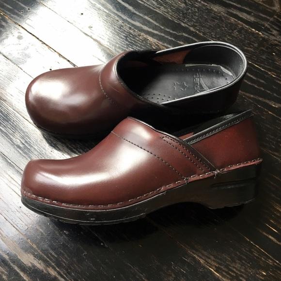 Dansko Shoes   Burgundy Dansko Clogs