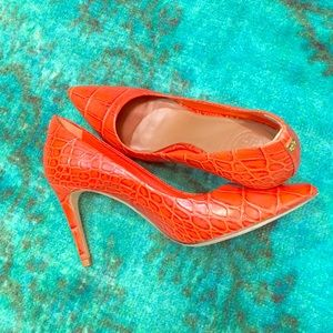 {TORY BURCH} CROC EMBOSSED ORANGE PUMPS •Size 7.5