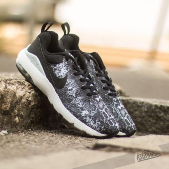check out 1e34c 8c419 Nike Air Max - Siren Print Running Shoes