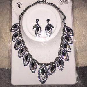 Jewelry - Costume Jewelry. Necklace and Earring set.