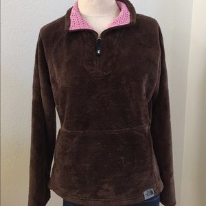 Fluffy soft NORTH FACE pull over