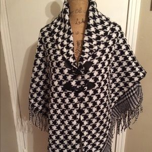 All Jazzed Up Sweaters - New houndstooth poncho! One size fits all.