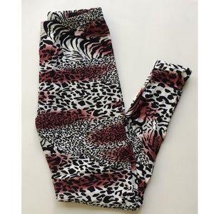 Pants - *(Plus) Animal print leggings