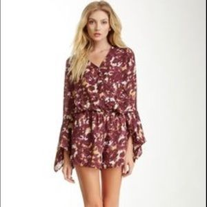 Romeo & Juliet Couture Other - Romeo and Juliet Couture Floral Bell Sleeve Romper