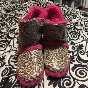 7b9b83234545 Ardene Shoes - Comfy slippers!