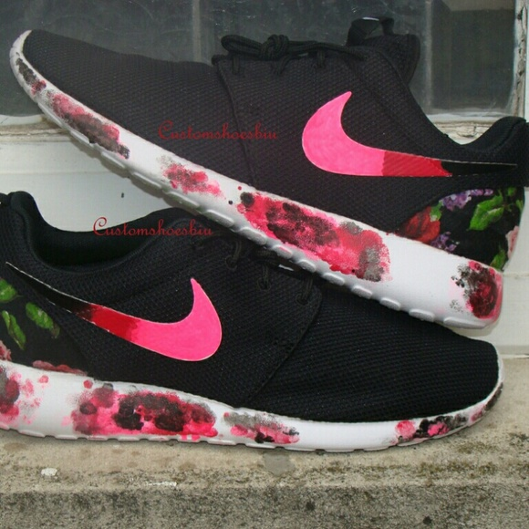 7a27a59414e79 Custom Painted Roshes w Black Floral Graffiti Sole