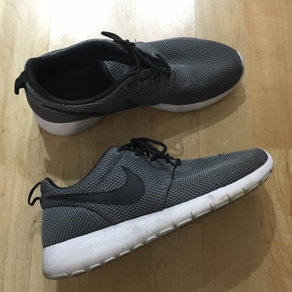 7e41eb4403e8 Nike Shoes - Nike Roshe One