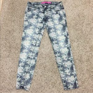 Tinseltown Denim - Tinseltown Denim Couture Faded Floral Skinny Jeans