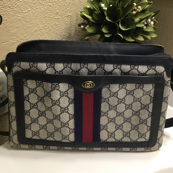 2583b39e431948 Gucci Handbags - Gucci vintage crossbody bag 💕🔥