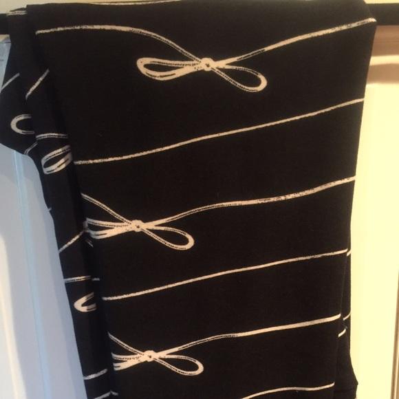 lularoe lularoe black white bow leggings tc from kristin 39 s closet on poshmark. Black Bedroom Furniture Sets. Home Design Ideas