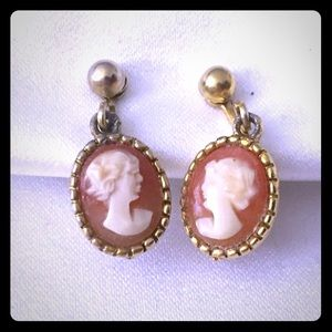 Jewelry - Beautiful vintage dainty Cameo Earrings