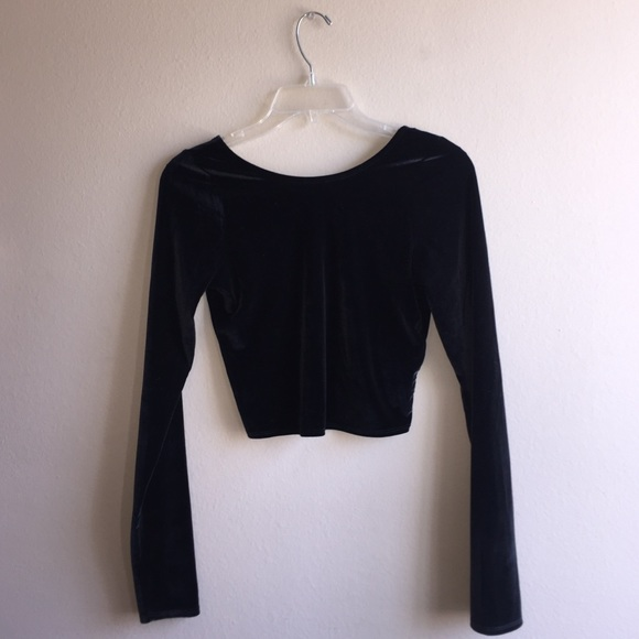698301e12af1de NWT -Black velvet long sleeve crop top