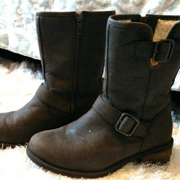 dbe5732c717 Ugg chaney boot size 6