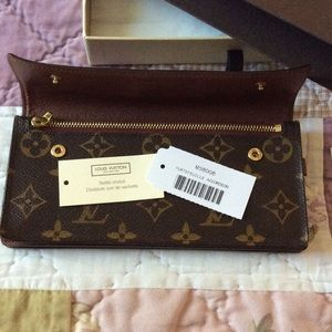 Louis Vuitton Handbags - Louis Vuitton wallet  double snap closure