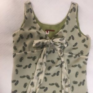 Tapemeasure Tops - Delicate 💯 silk women's size 6 blouse